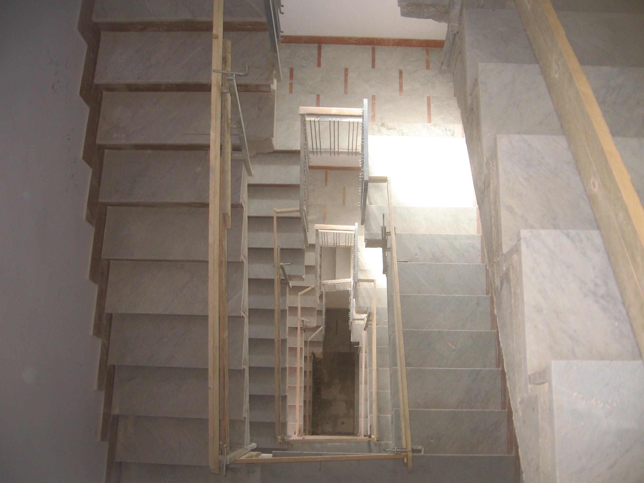 Demolizione Scala In Cemento Armato taglio scala per installazione ascensore